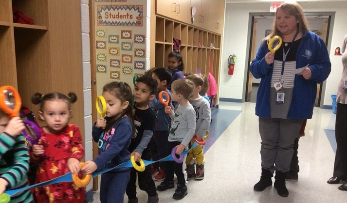 It's that time of year! Preschoolers are on the lookout for that sneaky gingerbread man!