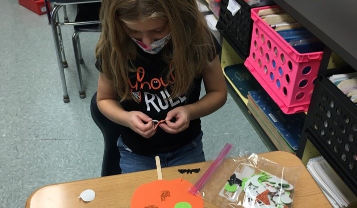 Halloween crafts at MPS